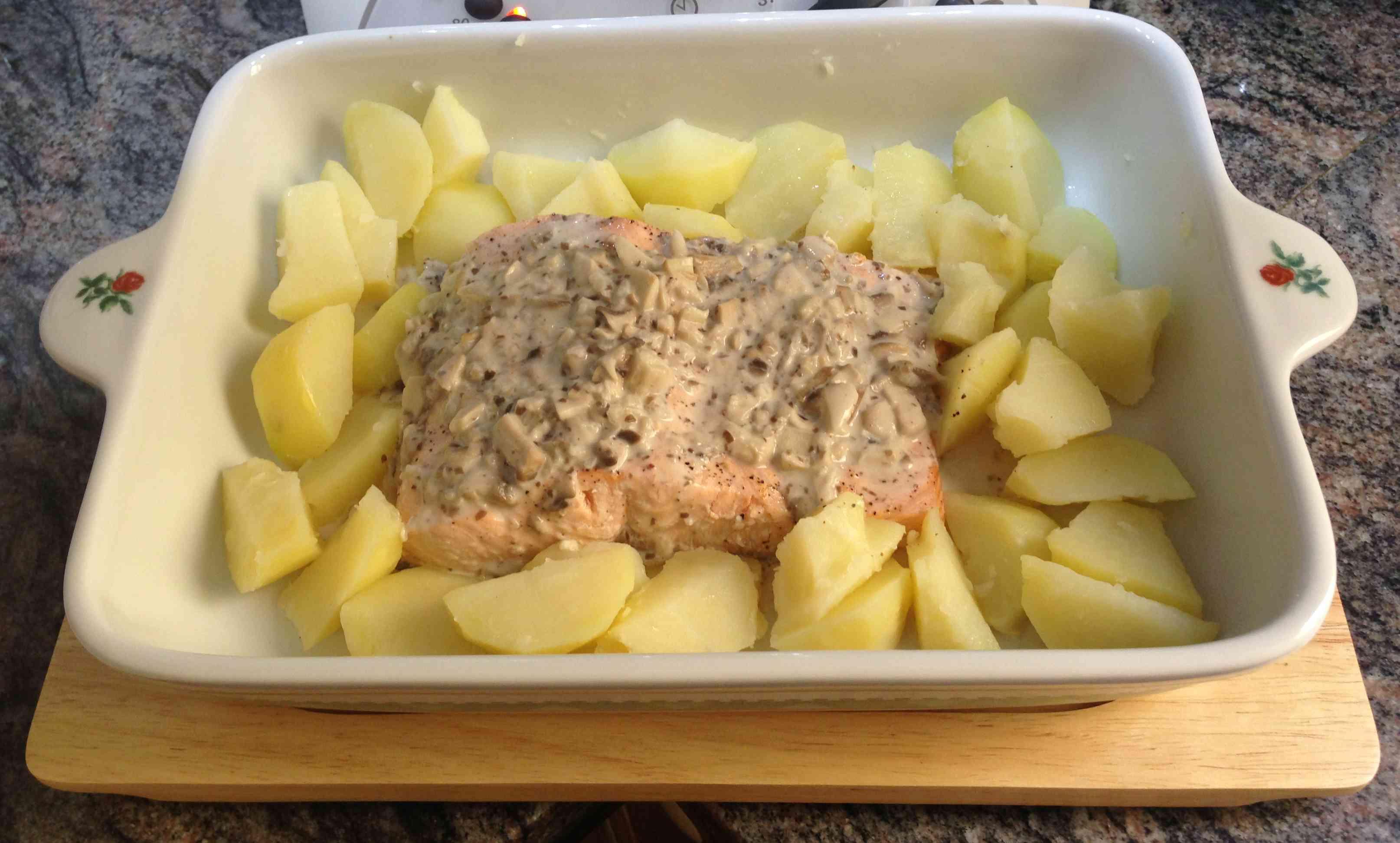 Salmón con salsa de champiñones y papas con Thermomix®