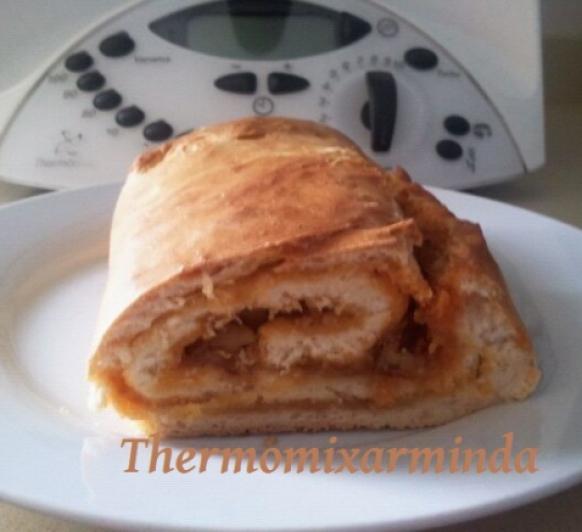Pan relleno de chorizo de teror, miel y nueces