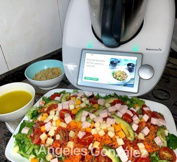 Ensalada con jamon york, quesos y aguacate con Thermomix®