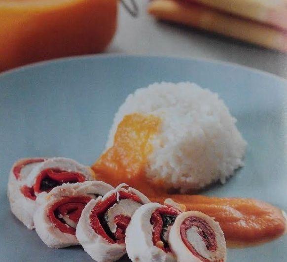Pechugas rellenas y arroz blanco con salsa de manzana